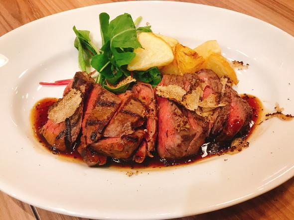 九州産黒毛和牛のランイチ(ランプとイチボ)肉グリル黒トリュフのマディラソース(サマートリュフをトッピング)