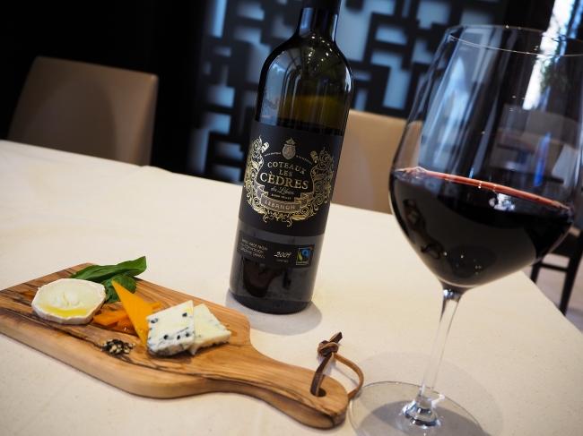 レバノン産ワインとチーズ